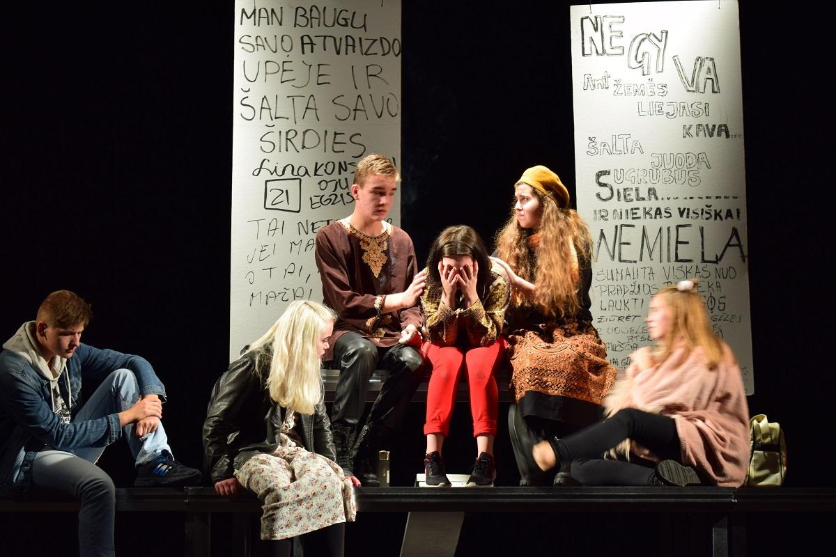 Ignalinos gimnazijos teatras IKI vėl tarp geriausių Lietuvos jaunimo teatrų!