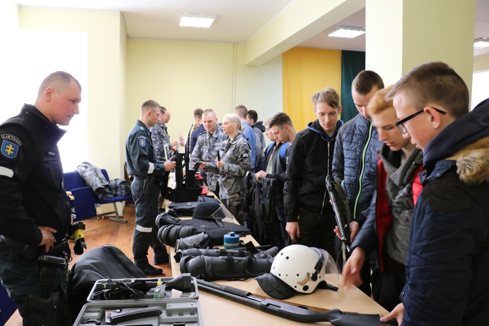 Moksleiviai dalyvavo atvirų durų dienos renginyje