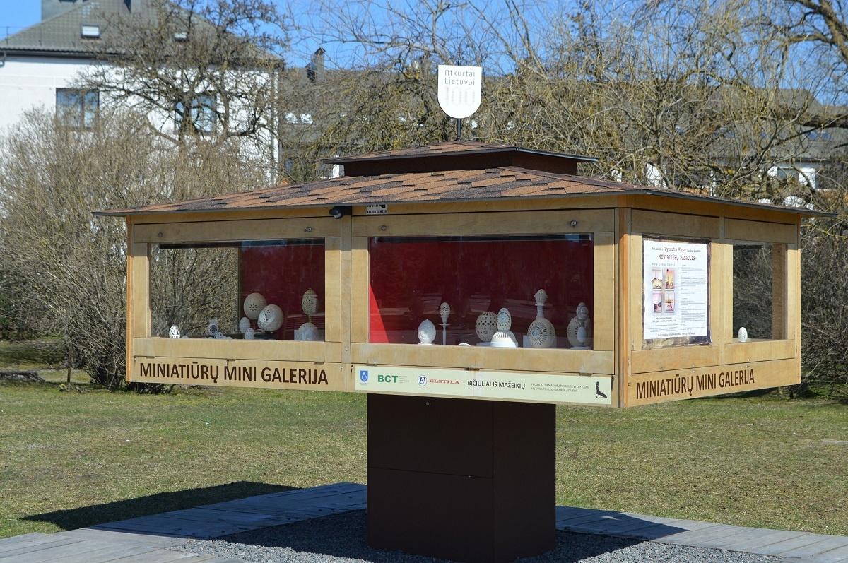 Palangos miniatiūrų mini galerijoje – įspūdingi meno dirbiniai iš kiaušinių