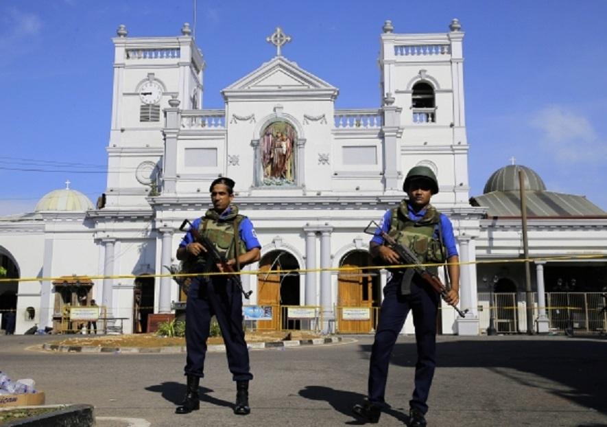 Kas žinoma apie sprogimus Šri Lankoje
