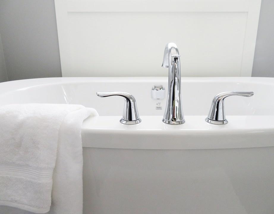 Rankšluosčiai vonios kambaryje – svarbi interjero detalė