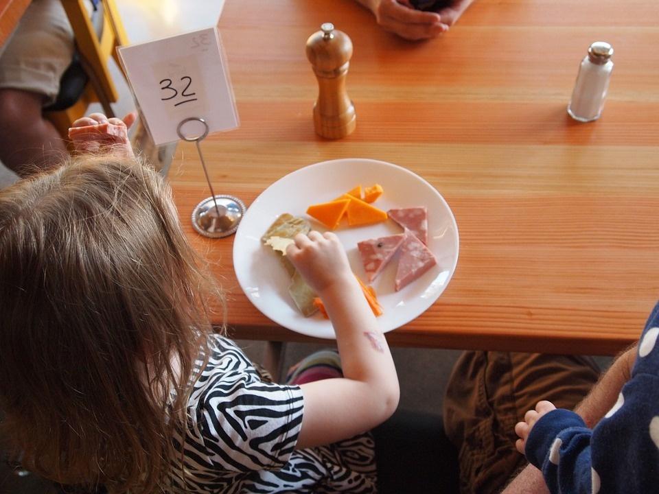 Vyriausybė nemokamą maitinimą daliai pradinukų žada jau kitąmet