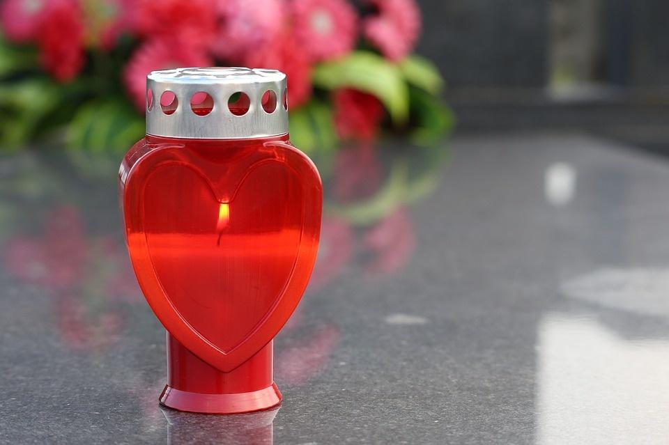 Lietuviai Motinos dienos proga nepamiršta ir anapilin išėjusių mamų