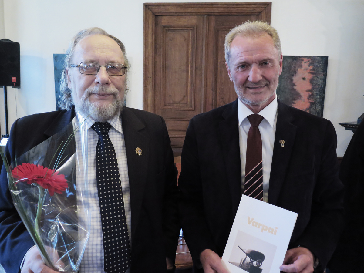 """Dr. Juozui Pabrėžai –  jubiliejinių 2019 metų """"Varpų"""" literatūrinė premija"""