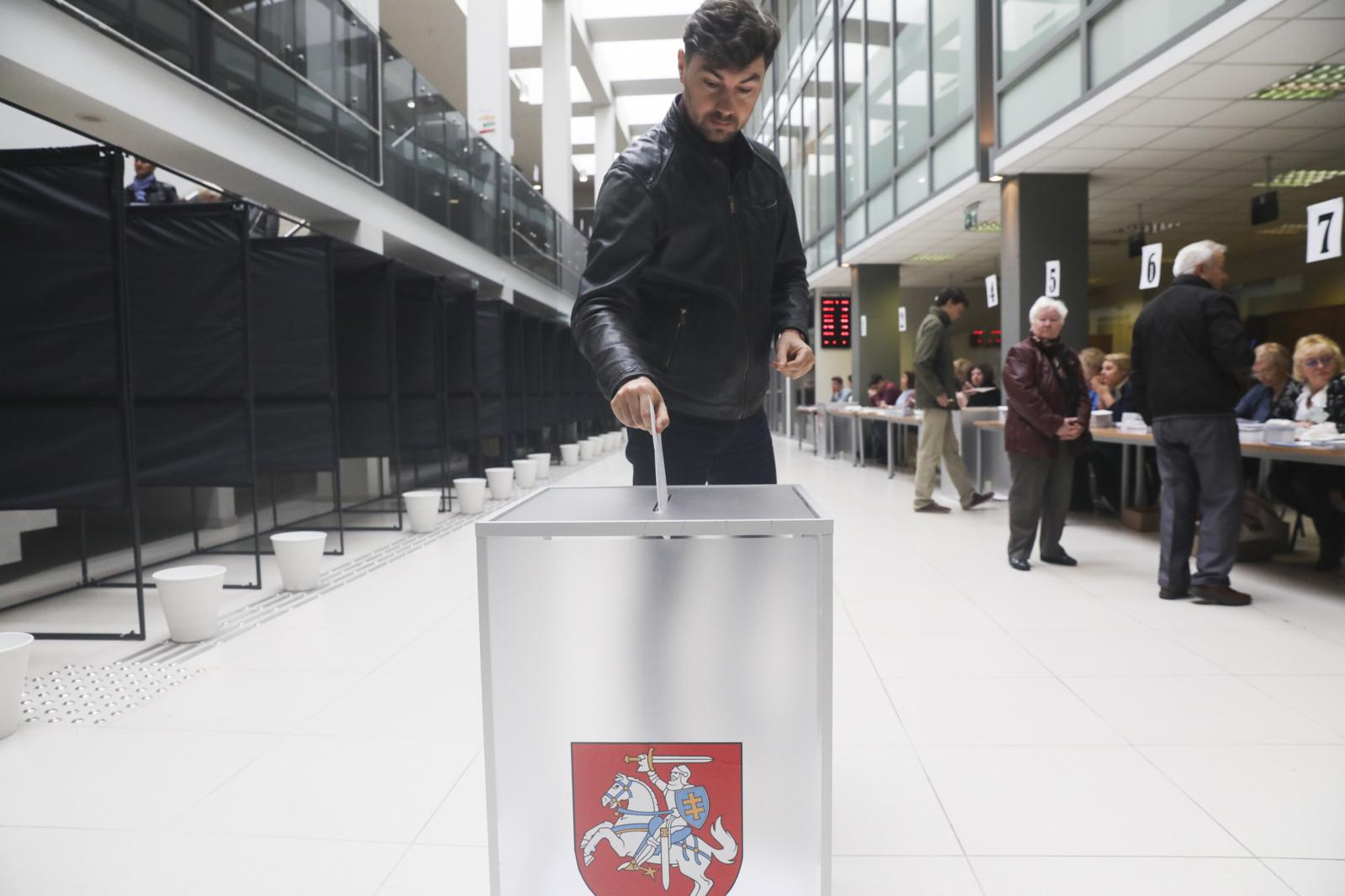 Pirmąją išankstinio balsavimo dieną pilietinę valią pareiškė 0,7 proc. rinkėjų