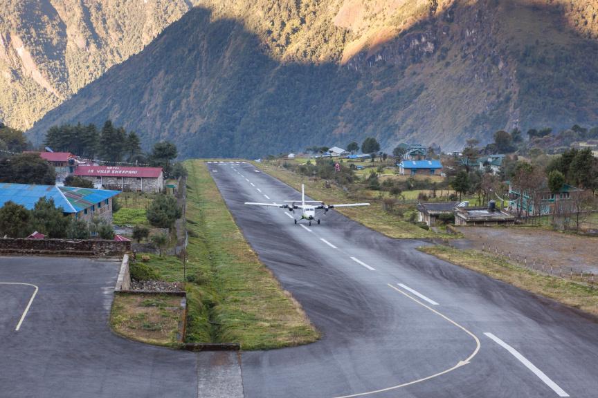 Kur bijo skristi net drąsiausi pasaulio pilotai: įdomiausios pasaulio oro uostų istorijos