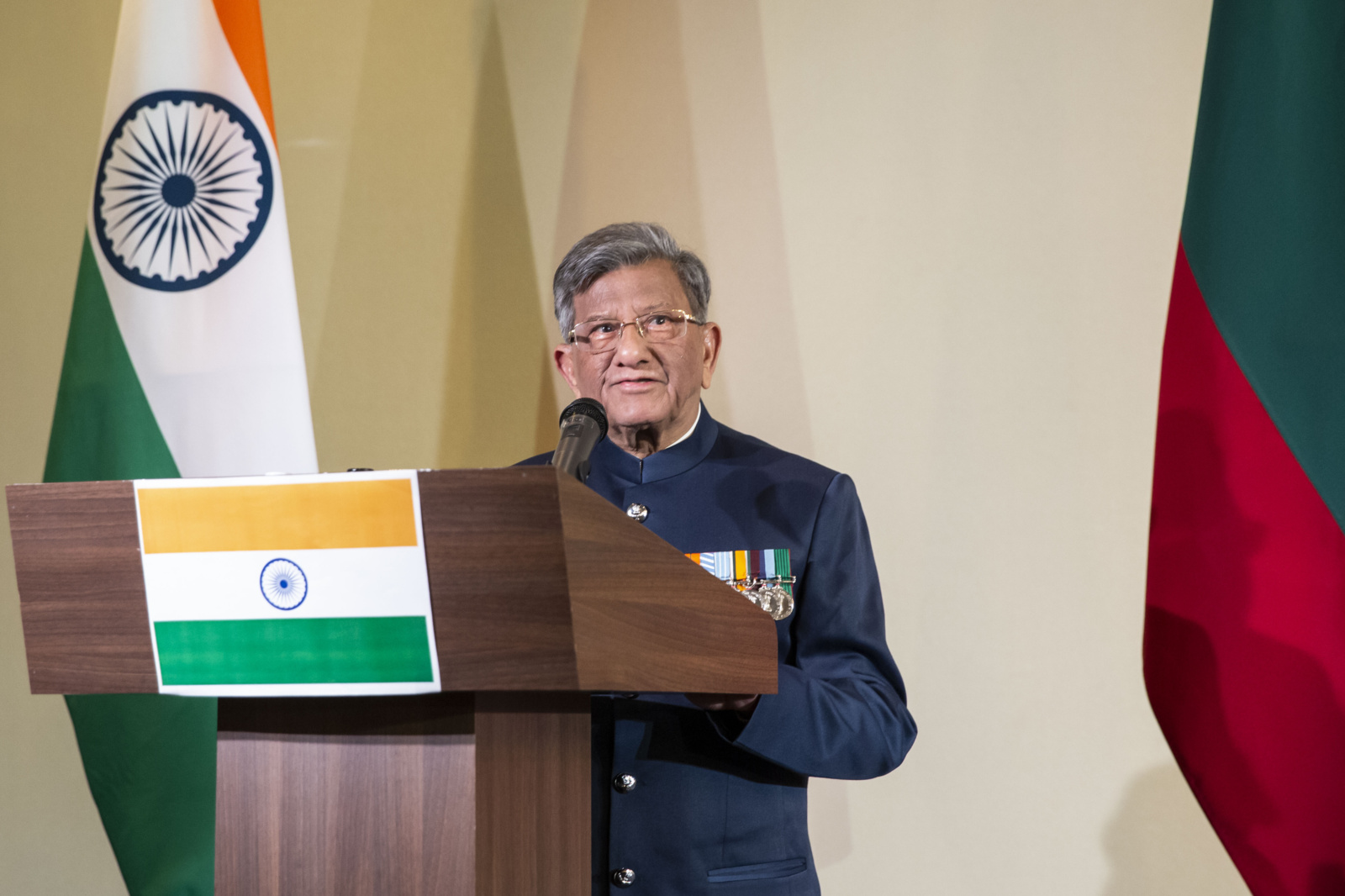 Indijos garbės konsulas: joga padeda priartėti prie Indijos kultūros