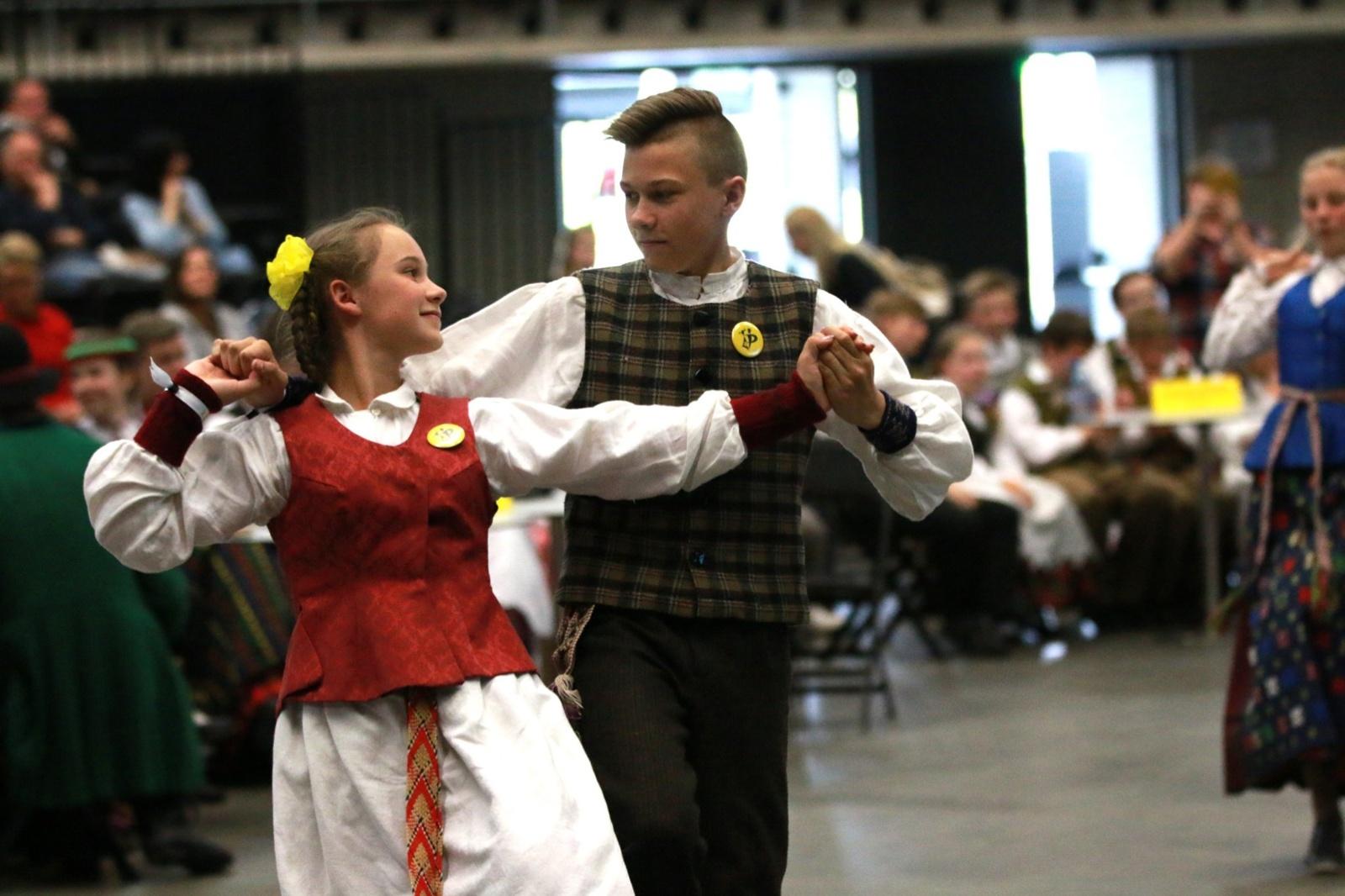 """Šiauliuose apdovanotos geriausios varžytuvių """"Patrepsynė 2019"""" šokėjų poros"""