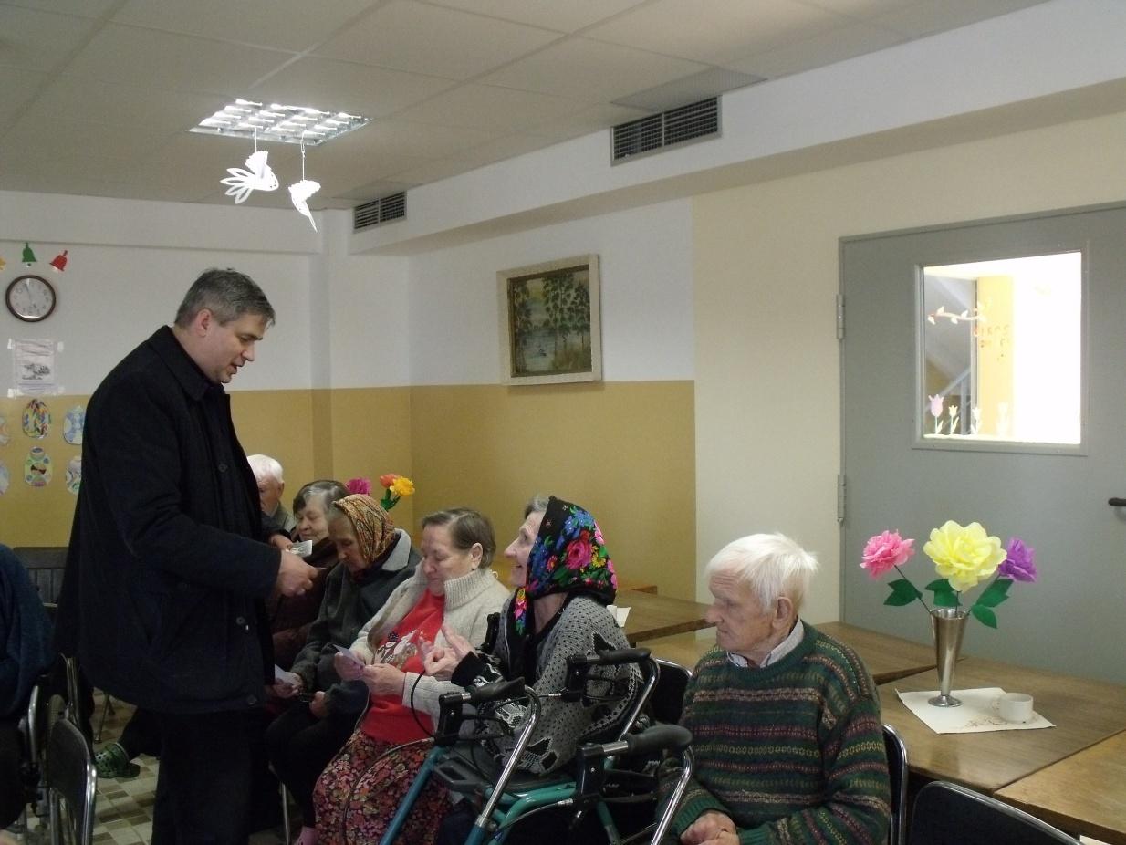 Legailių globos namuose lankėsi garbingi svečiai