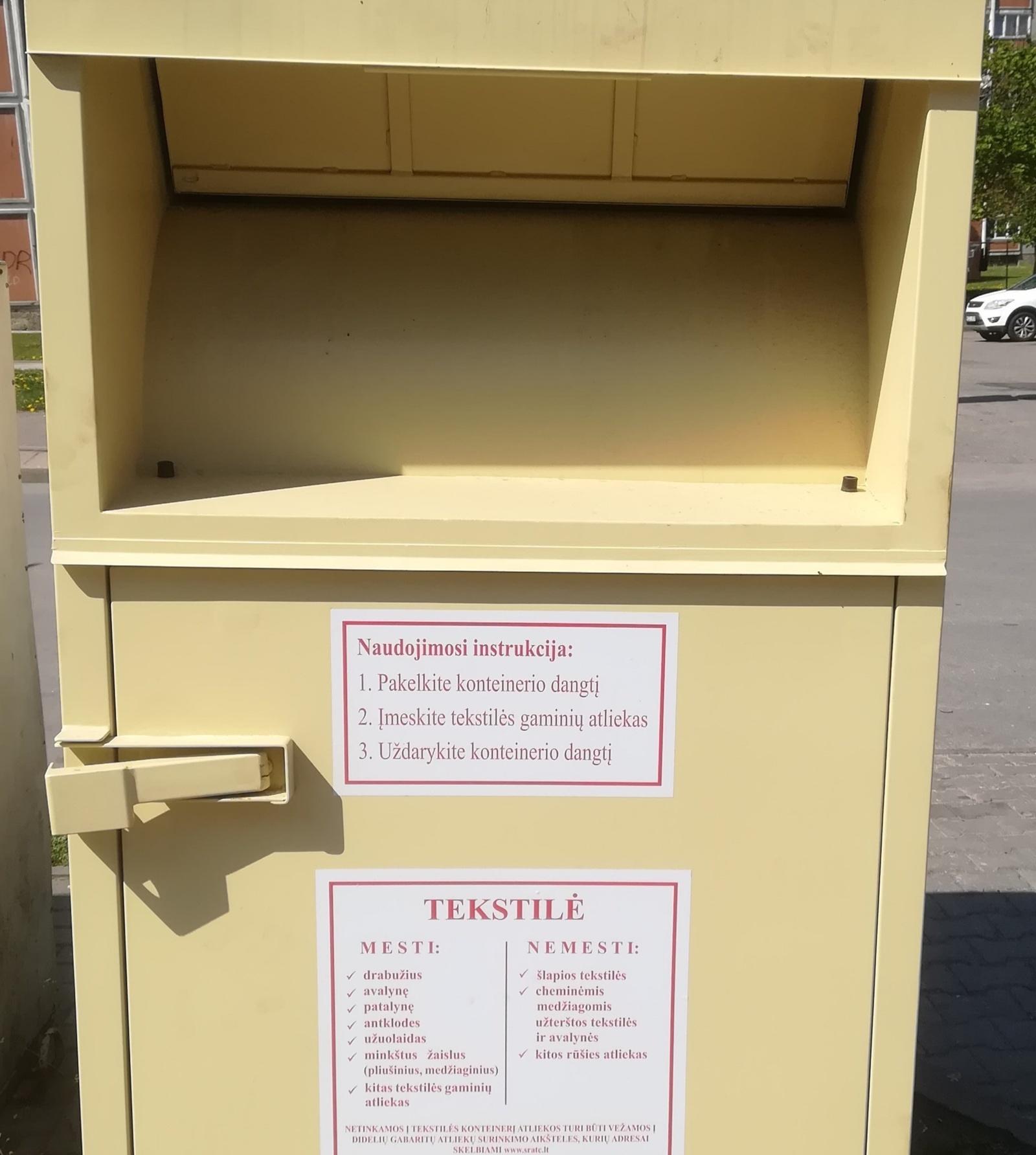 Šiaulių mieste pastatyti tekstilės atliekų konteineriai