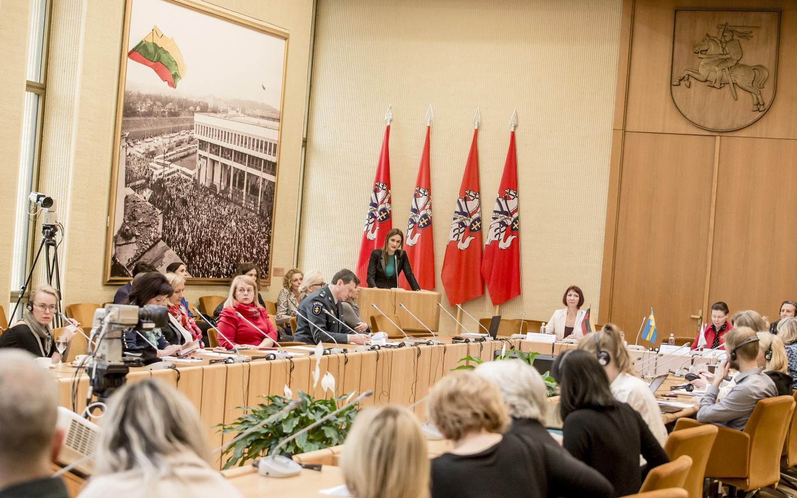 Kovoje su smurtu prieš moteris trūksta institucijų darbo kartu