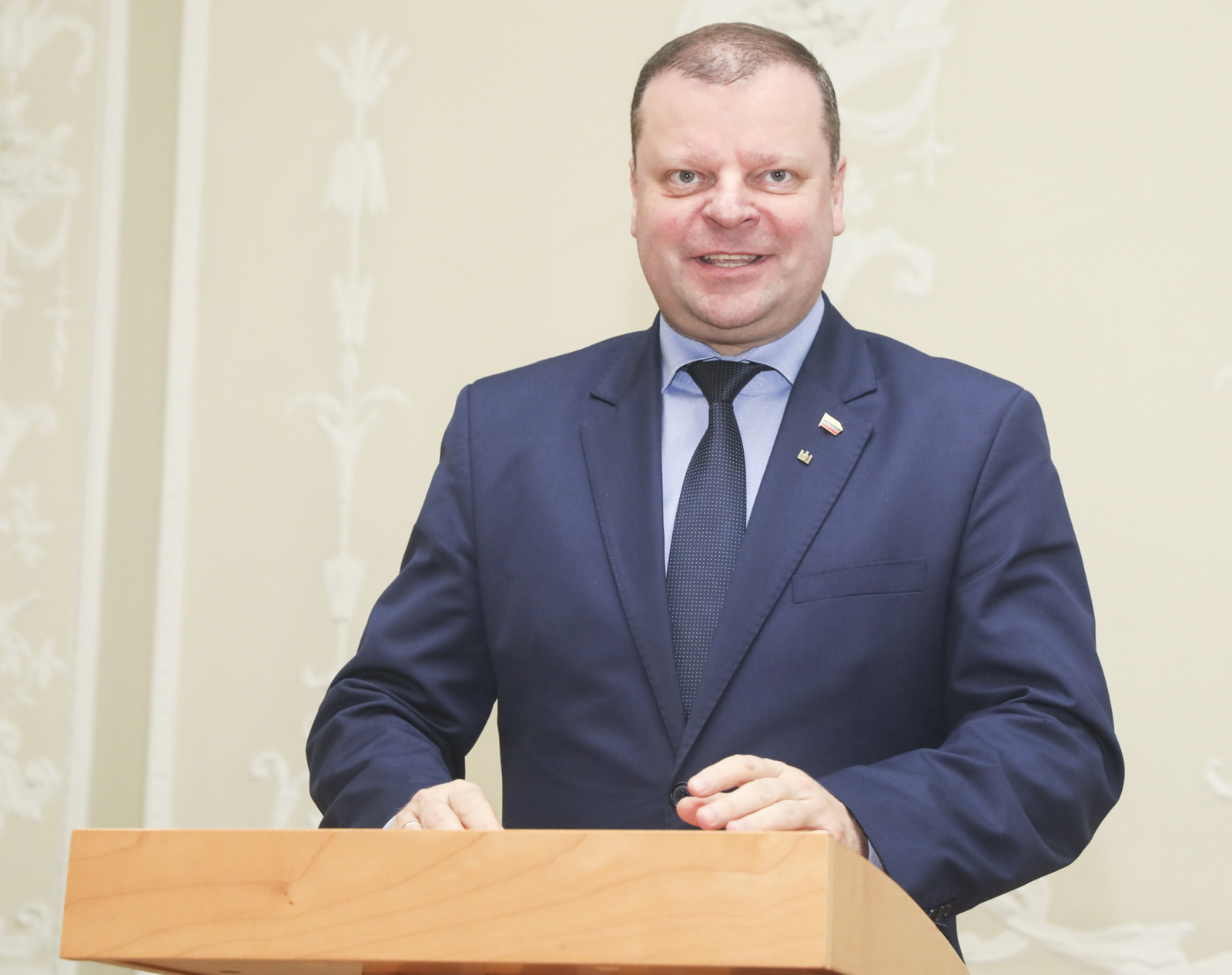 """Premjeras kviečia lietuviškų šaknų turinčią """"Eurovizijos"""" vedėją aplankyti Lietuvą"""