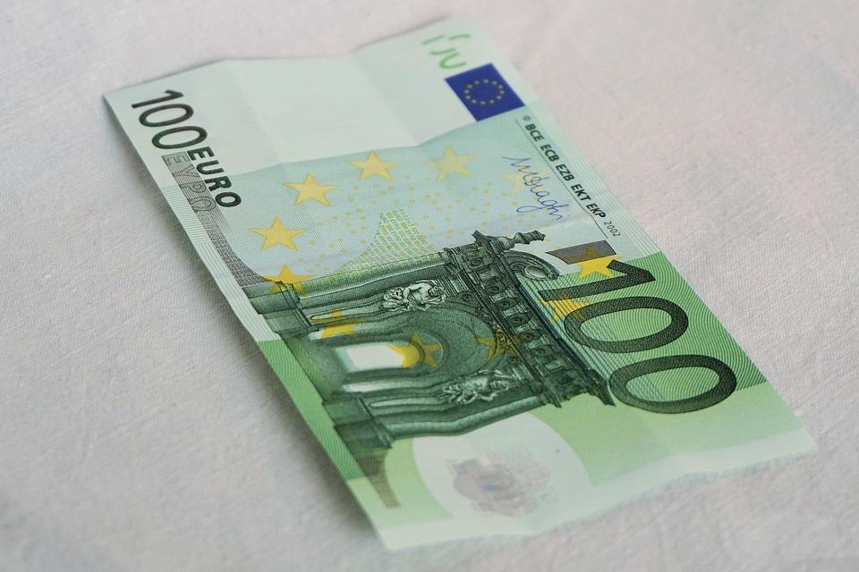 Lazdijuose rastas netikras 100 eurų banknotas