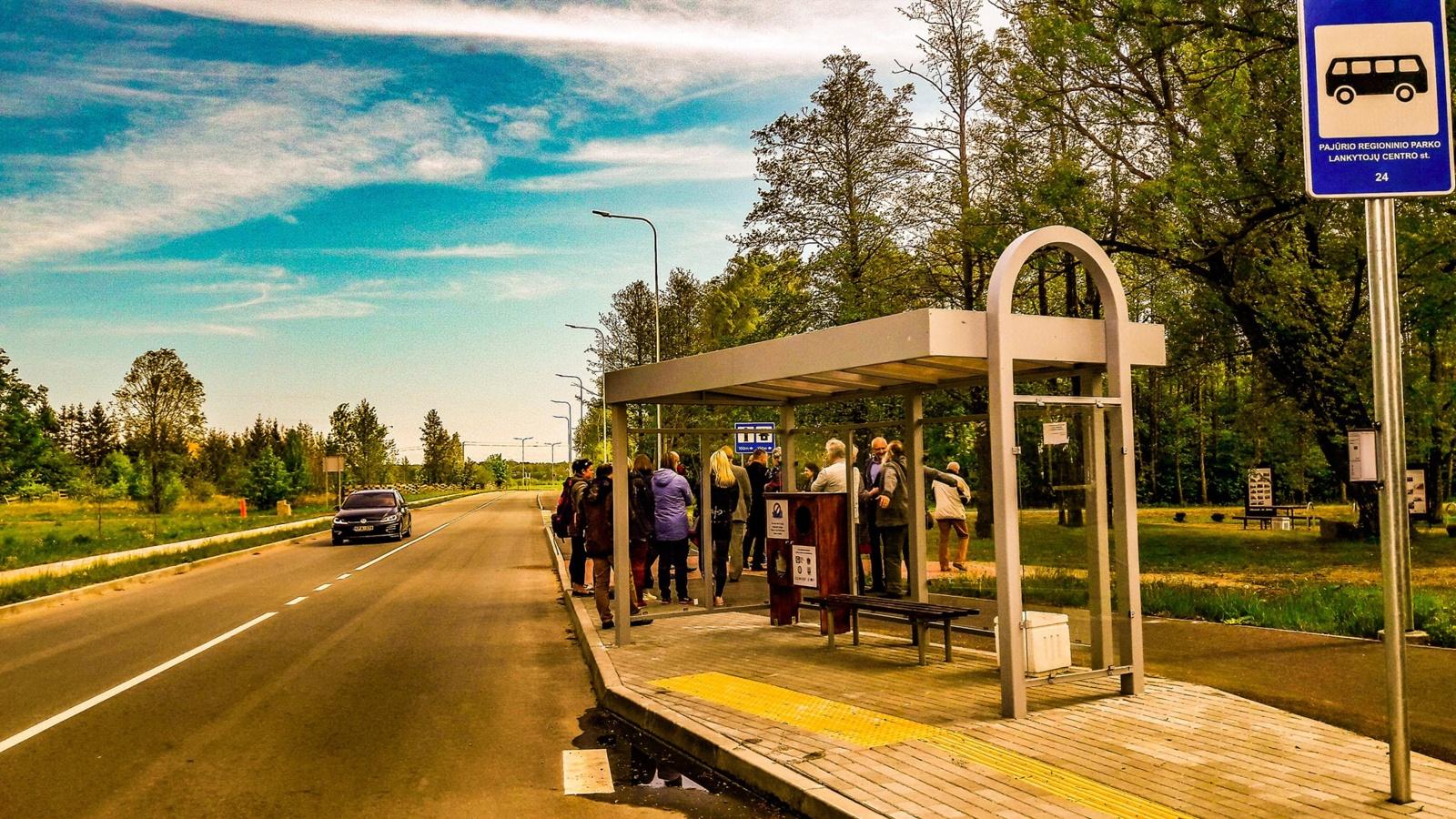 Karklės autobusų stotelėje įrengta nauja bibliotekėlė