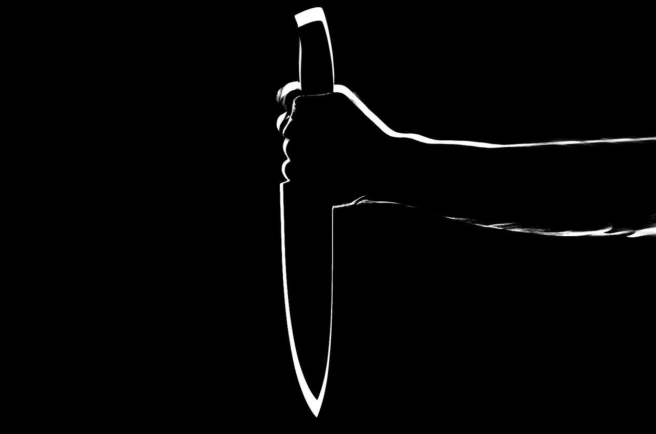 Vilniaus rajone neblaivus jaunuolis peiliu sužalojo vyrą