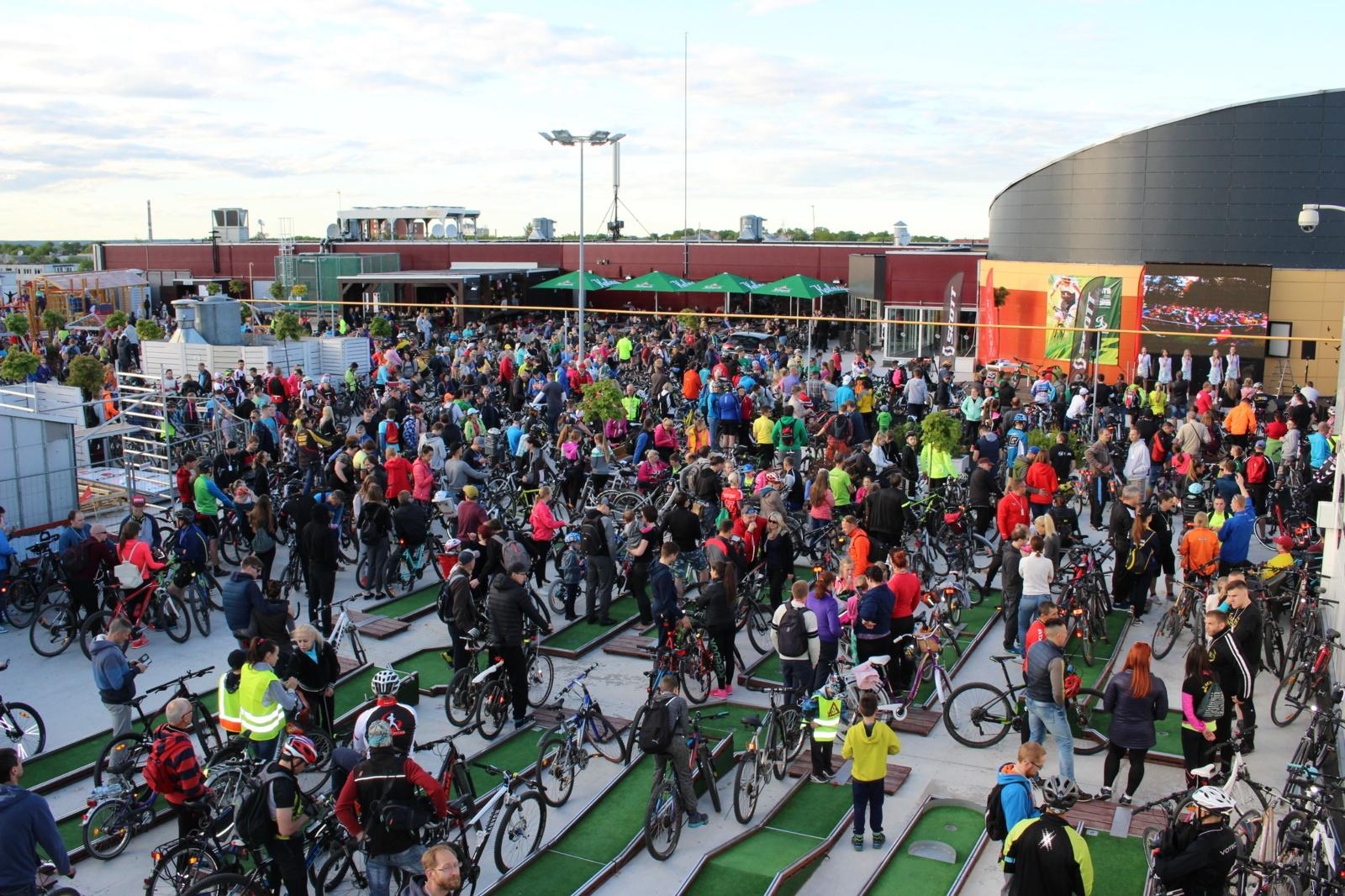 """Šiauliuose bus siekiama naujo rekordo """"Daugiausia dviračių ant stogo"""""""