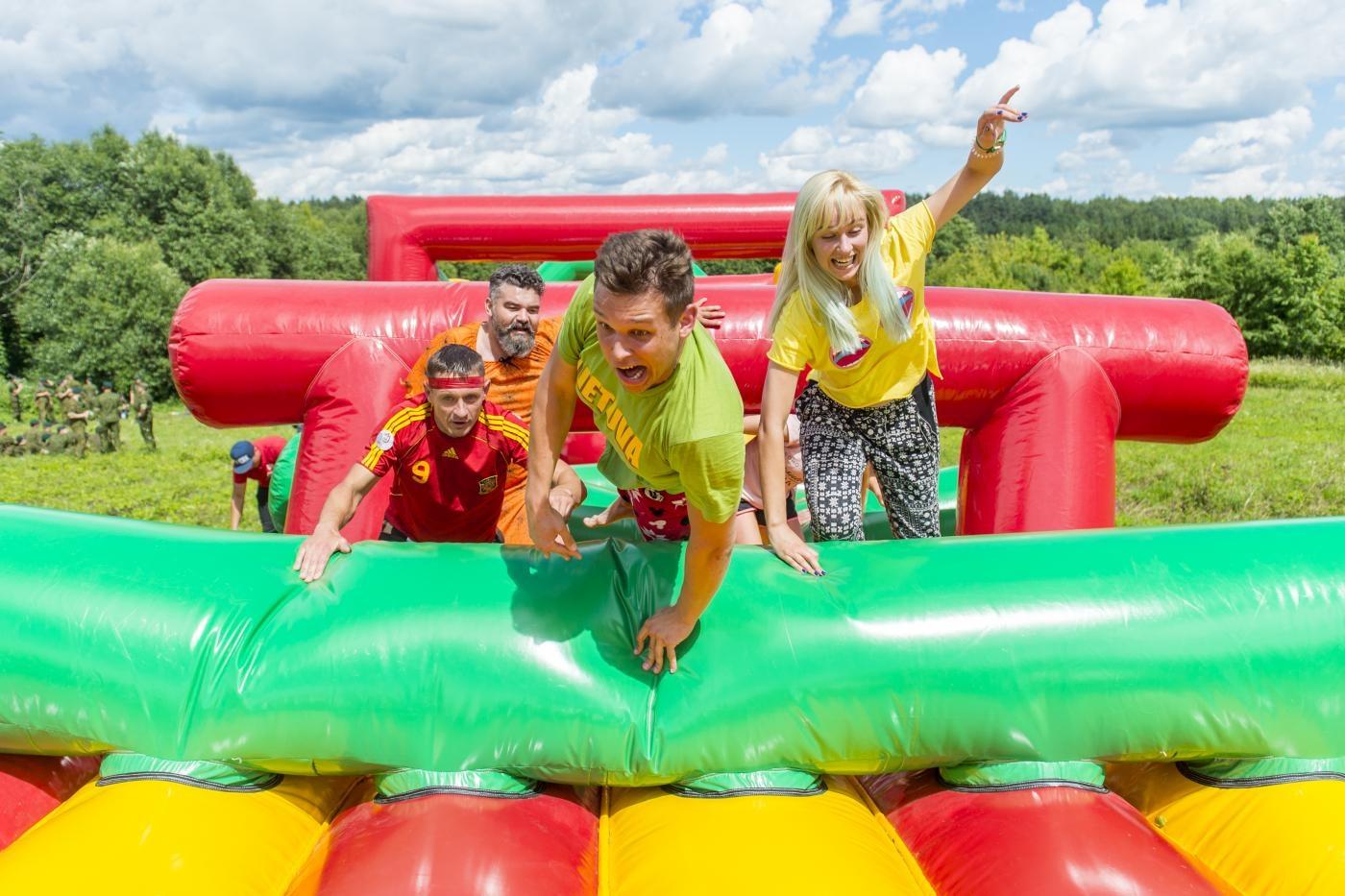 Pirmą kartą Šilutės miesto šventės metu organizuojamas šeimų ir draugų turnyras ant pripučiamo 100 metrų kliūčių ruožo!