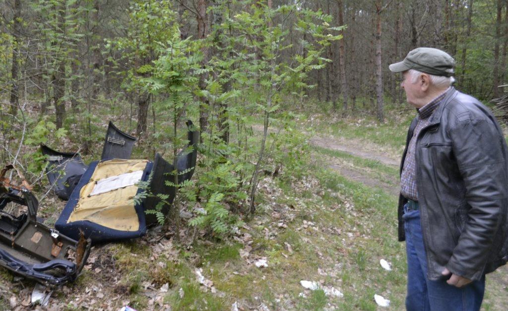 Savininką piktina jo miške verčiamos svetimos šiukšlės