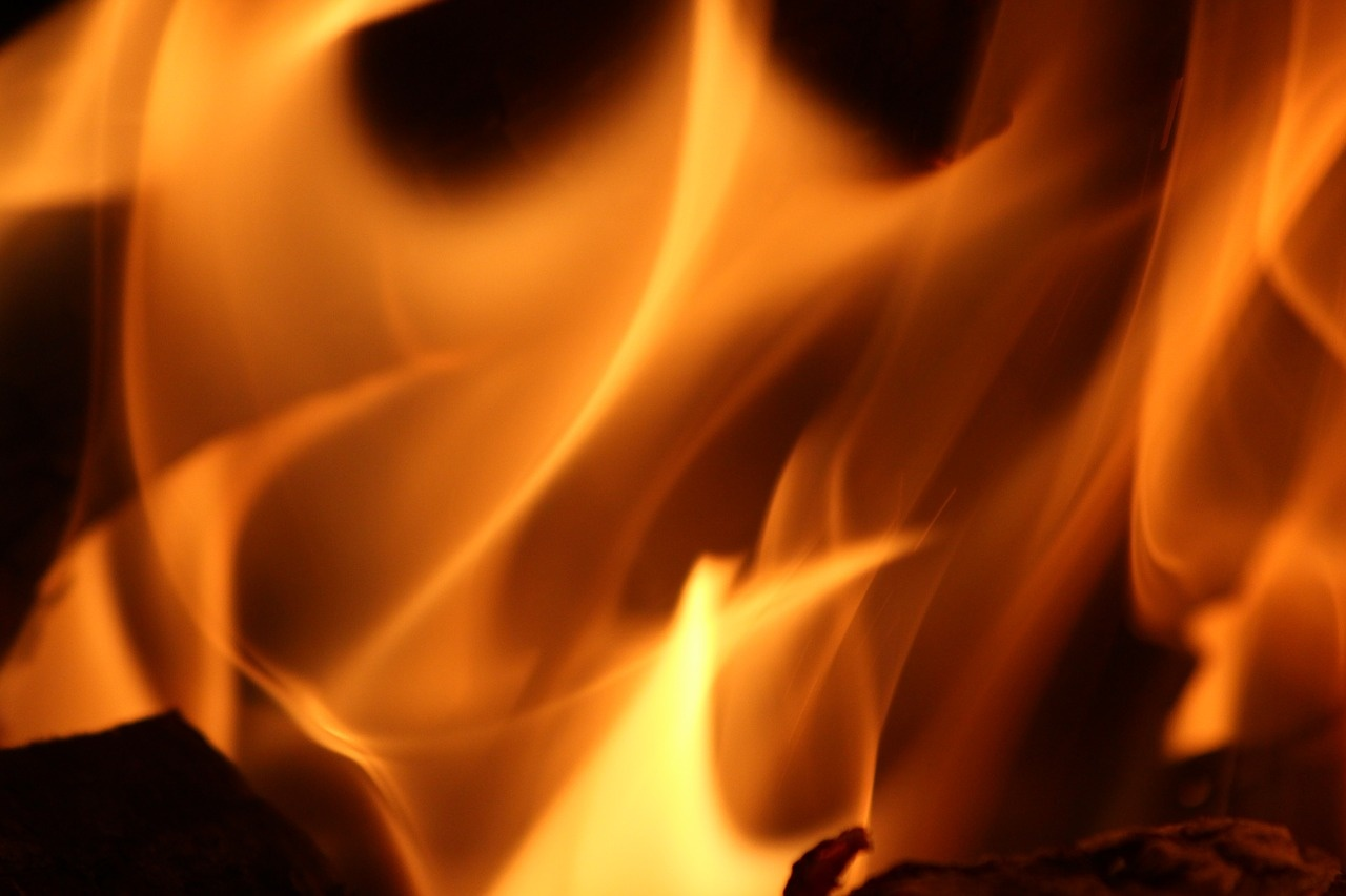 Makarave degė ūkinis pastatas