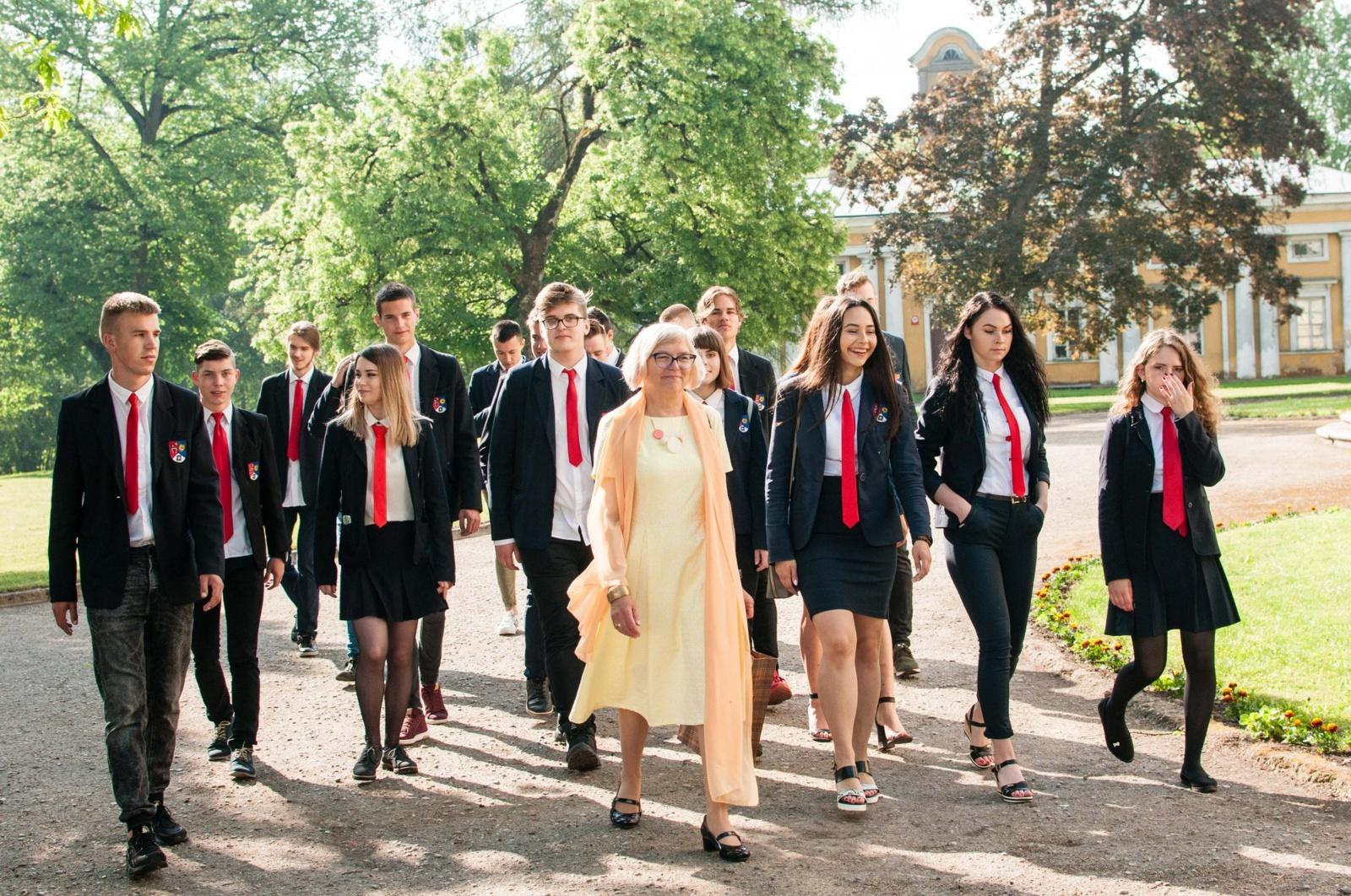 Paskutinio skambučio šventė Radviliškio rajone subūrė per 200 abiturientų