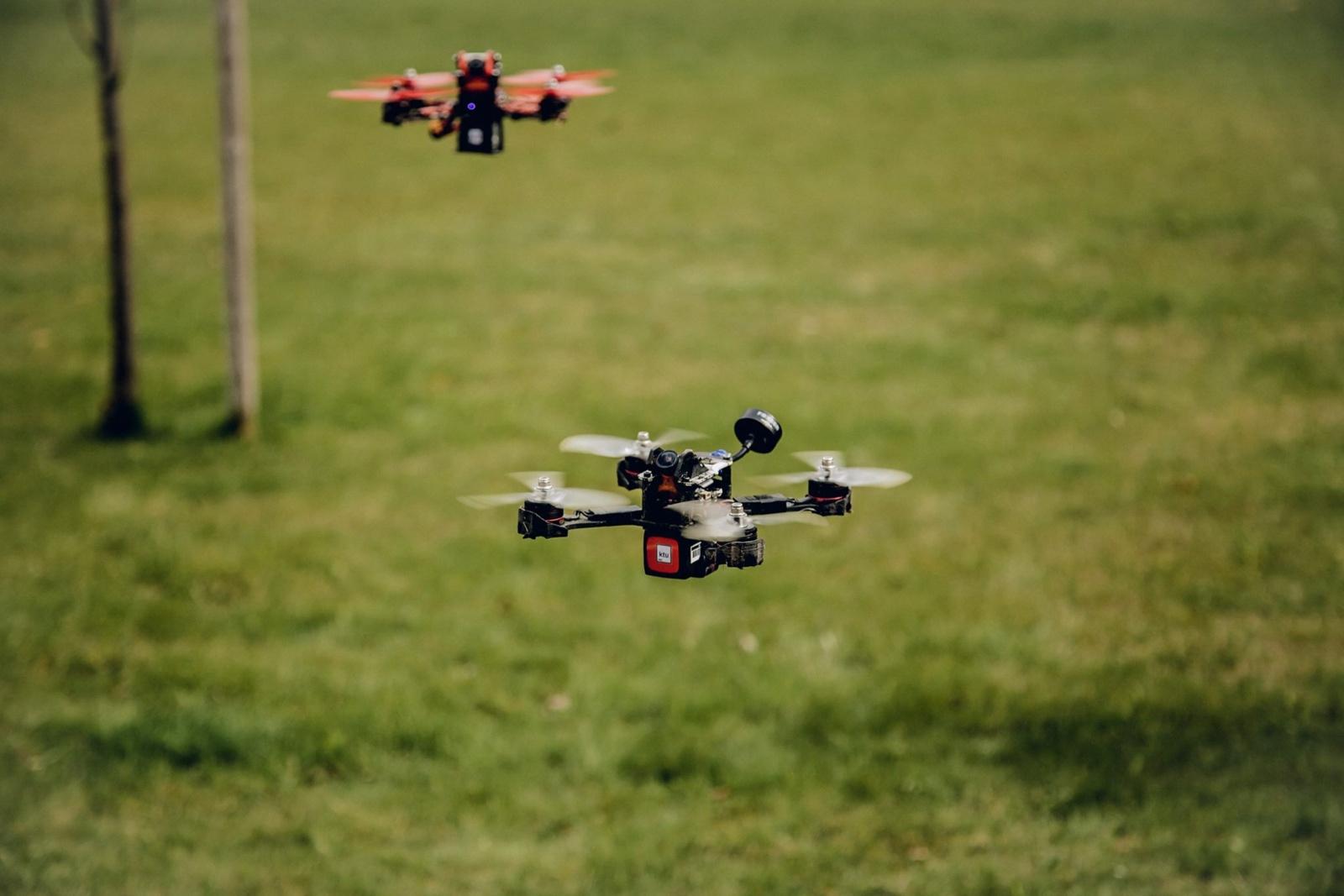 Dronų lenktynės jaunimui – ir pramoga, ir pažintis su žmogaus gerovei skirtomis technologijomis