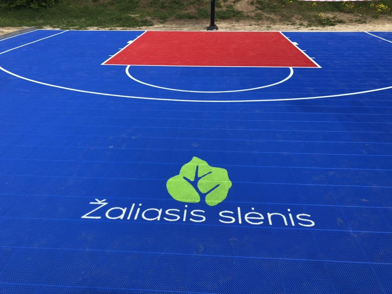 Aukštkiemių kaime įrengta krepšinio aikštelė