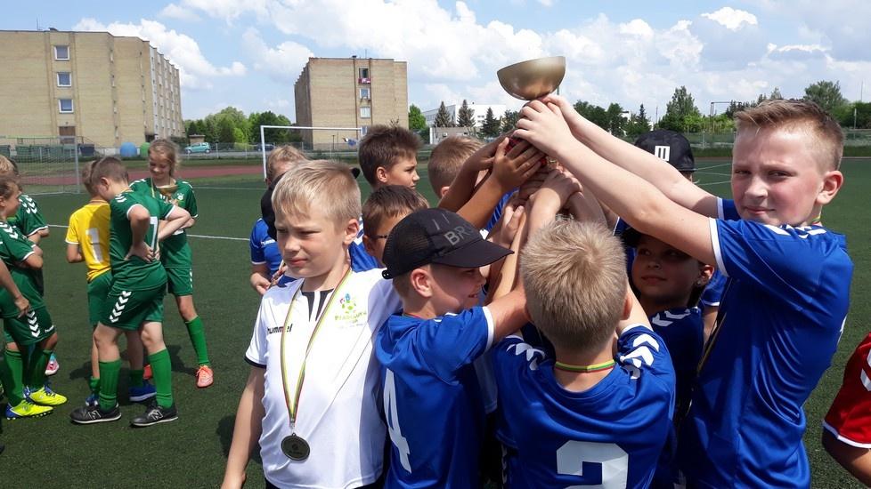 Pradinių klasių mokinių sėkmė futbolo varžybose