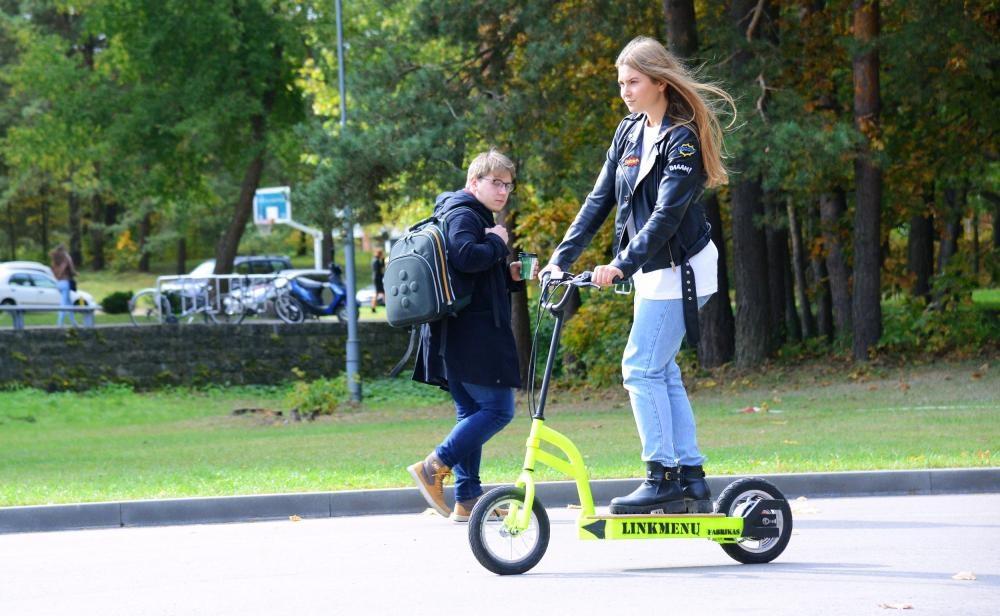 Lietuvoje daugėja eismo įvykių su elektriniais paspirtukais