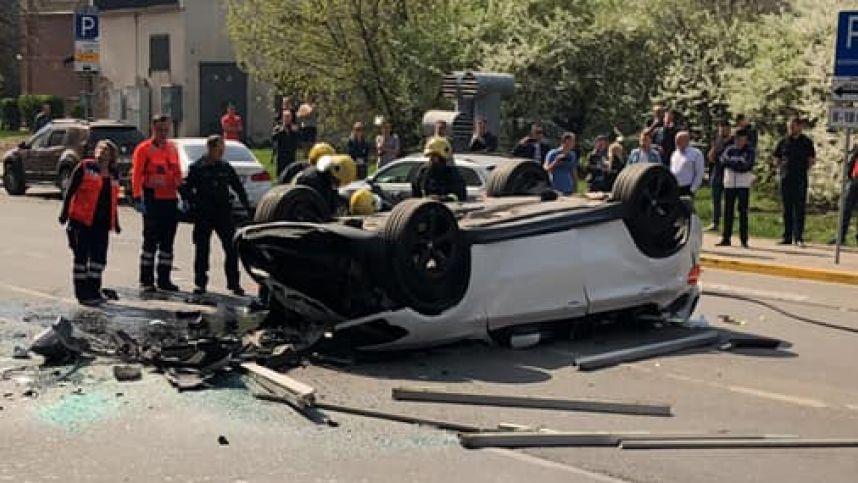 """Iš """"Europos"""" stovėjimo aikštelės nukritusio BMW vairuotoja gavo 5 eurų baudą"""