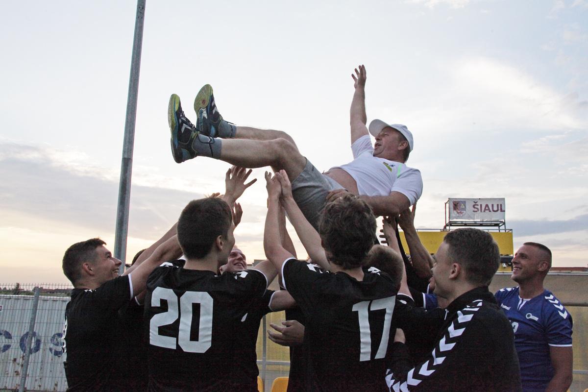 Lietuvos studentų futbolo lygos varžybas Šiaulių universiteto futbolininkai baigė čempioniškai