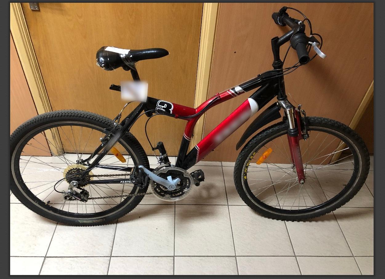 Pareigūnai prašo atsiliepti rasto dviračio savininką(-ę)
