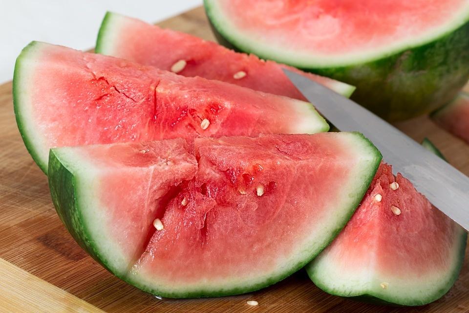 Įsibėgėja arbūzų sezonas – įvertinta, ar saugu mėgautis šiomis uogomis