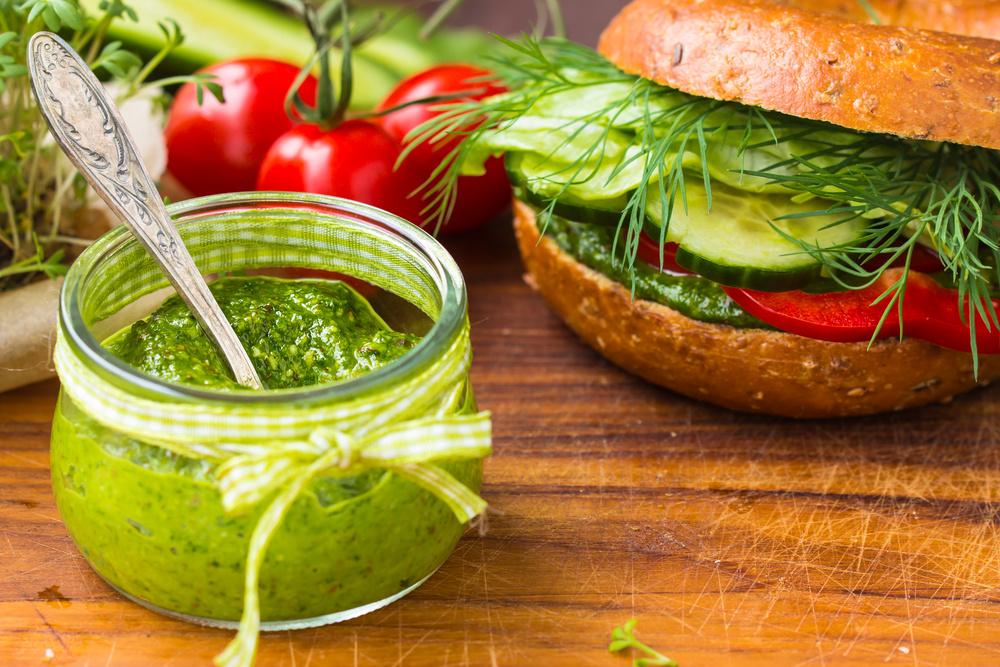 Sveikesnė mityba vasarą: specialistai pataria, ką įtraukti į valgiaraštį, ir ko – atsisakyti