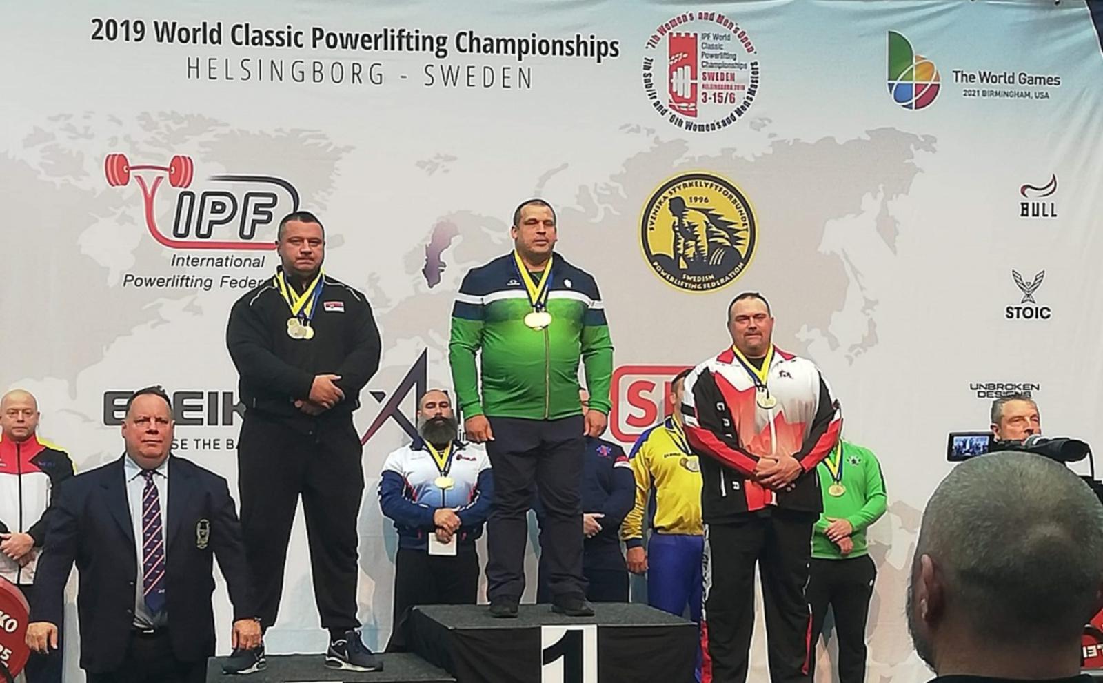 Pasienietis T. Gečas tapo pasaulio jėgos trikovės čempionu