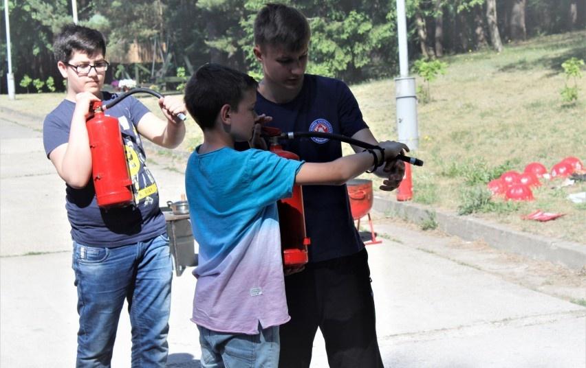 Moksleiviai, tapę savanoriais ugniagesiais, padeda kurti saugesnę aplinką