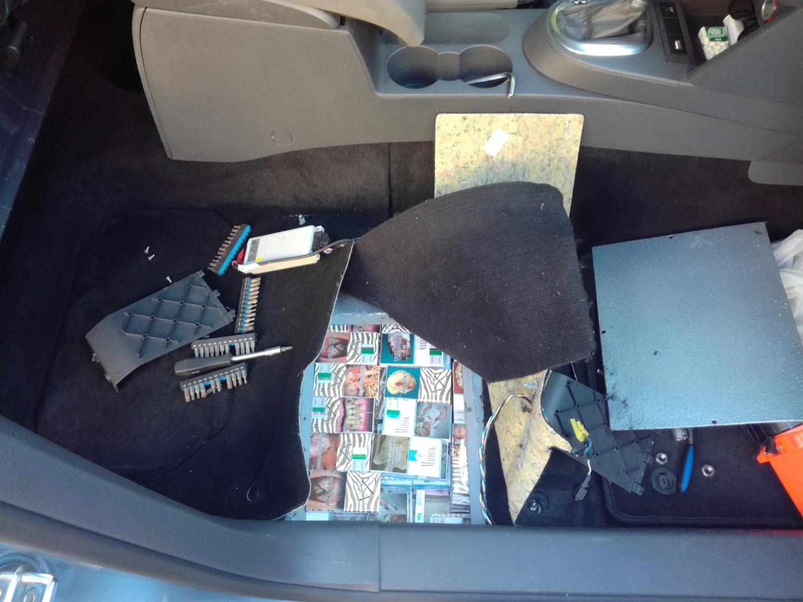 Šakočius gabenęs vyriškis po jais slėpė kontrabandines cigaretes