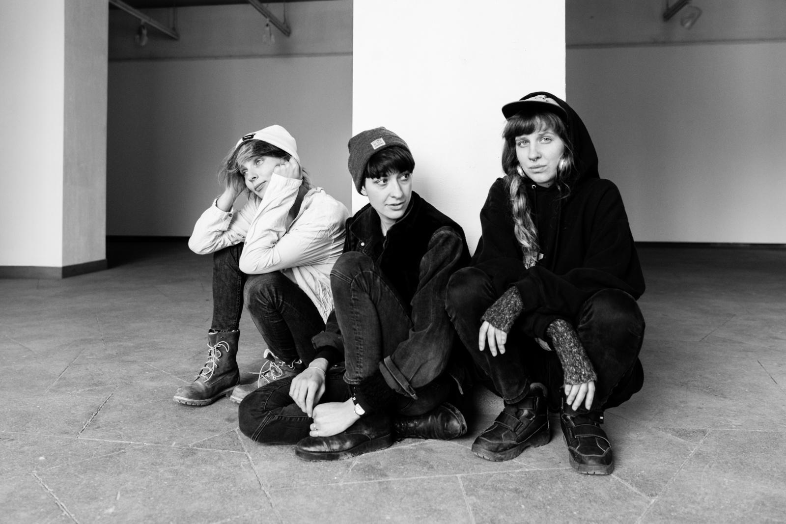 """Grupė """"shishi"""" pristato naują dainą ir vaizdo klipą"""