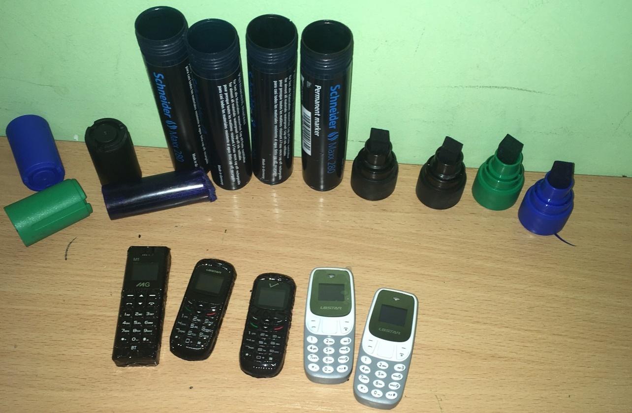 Pas į pataisos namus atvykusį advokatą pareigūnai rado penkis paslėptus telefonus