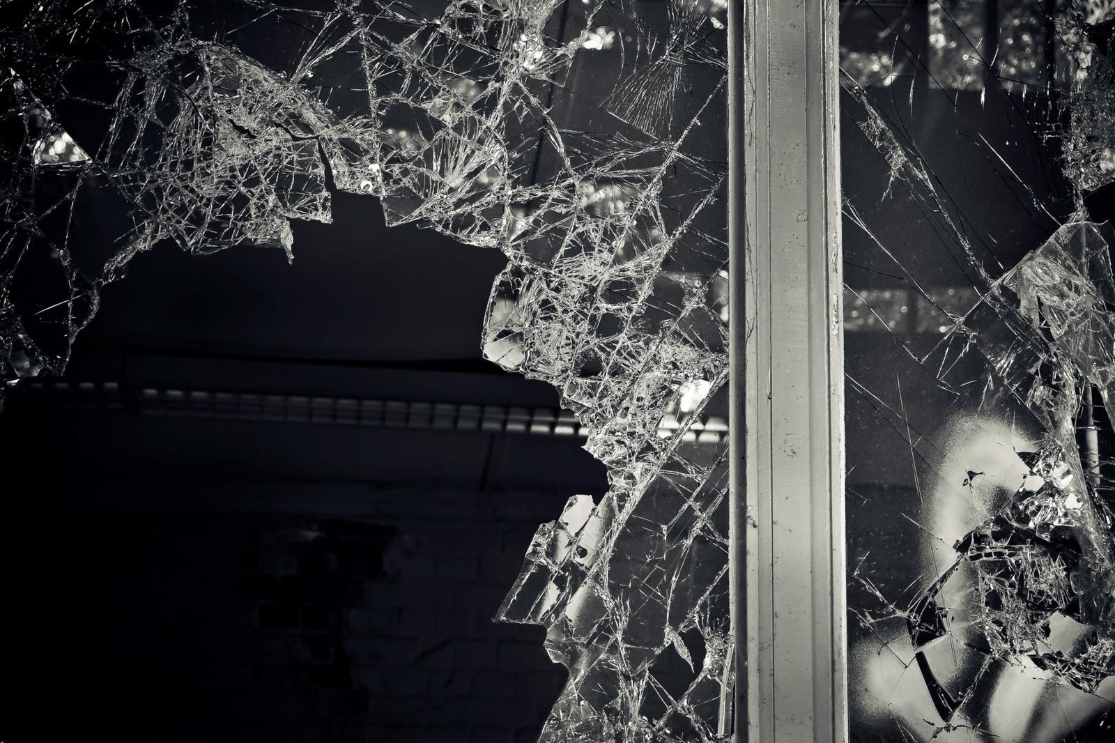 Kupiškio rajone buvusi žmona išdaužė vyro namų langus