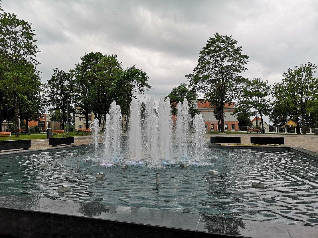 Naujasis fontanas pramogautojus stebina muzikos, šviesos ir vandens šokiu