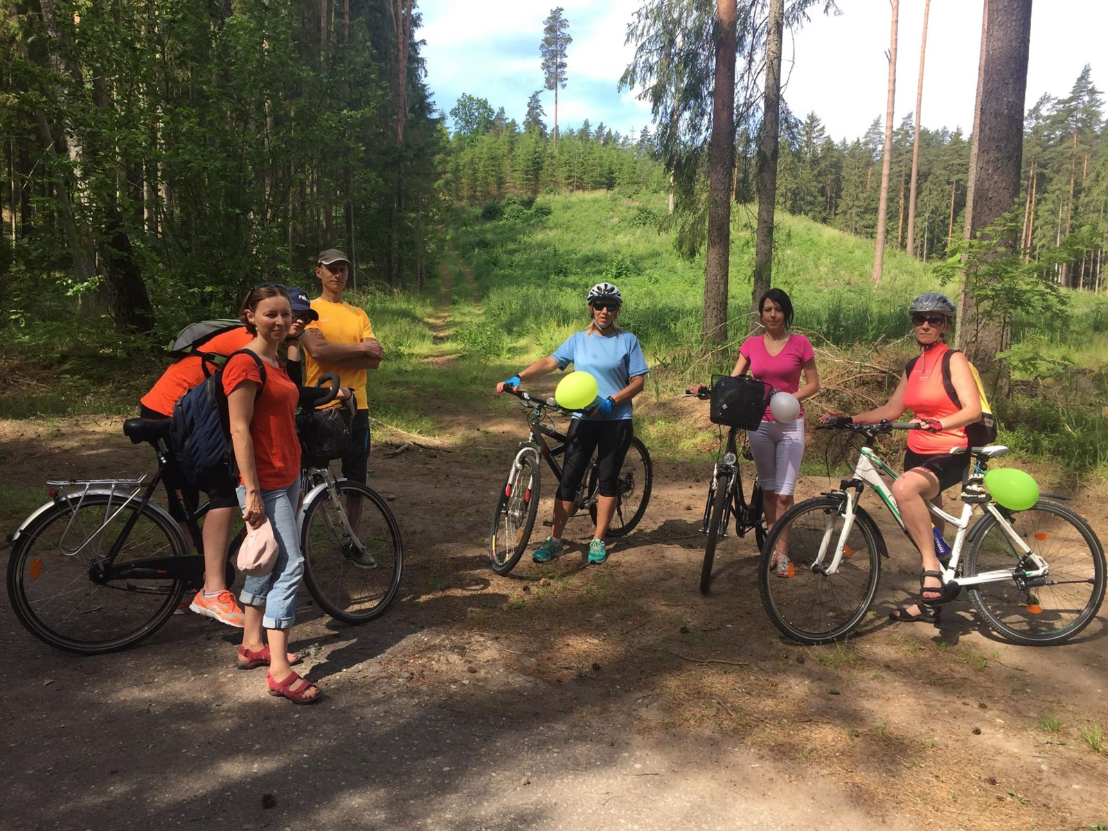 Priminė apie ligų prevenciją: Šiaulių TLK darbuotojai organizavo dviračių žygį