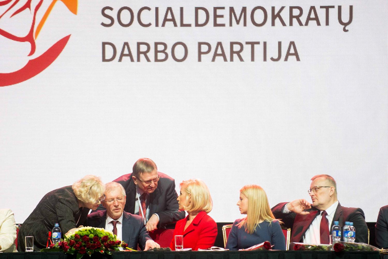 """Kol nebaigtos derybos, """"socialdarbiečiai"""" po koalicine sutartimi nesirašys"""