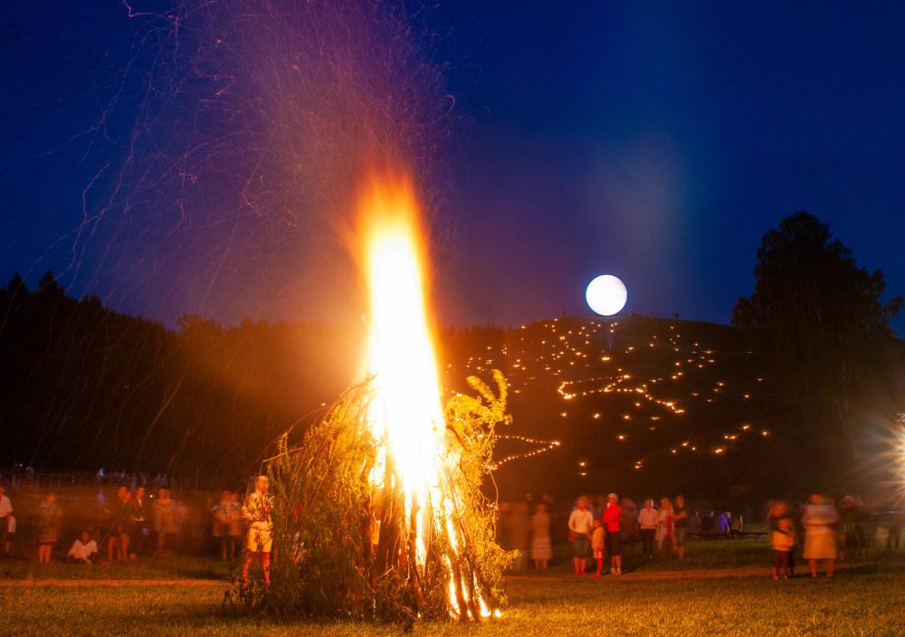 Kartenos Piliakalnis Salantu Regioninis Parkas.Etaplius Gyvosios Istorijos Festivalis Zemaicių Dvasia