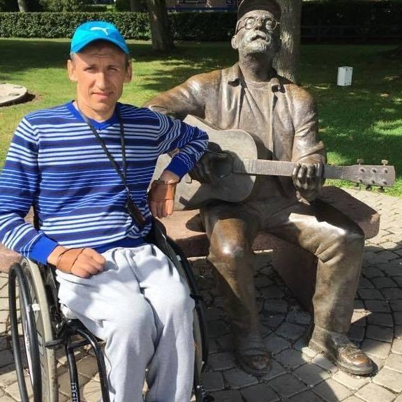 Norėdamas gauti darbą, neįgalus ir pirštų nevaldantis jaunuolis išugdė neįtikėtinus sugebėjimus
