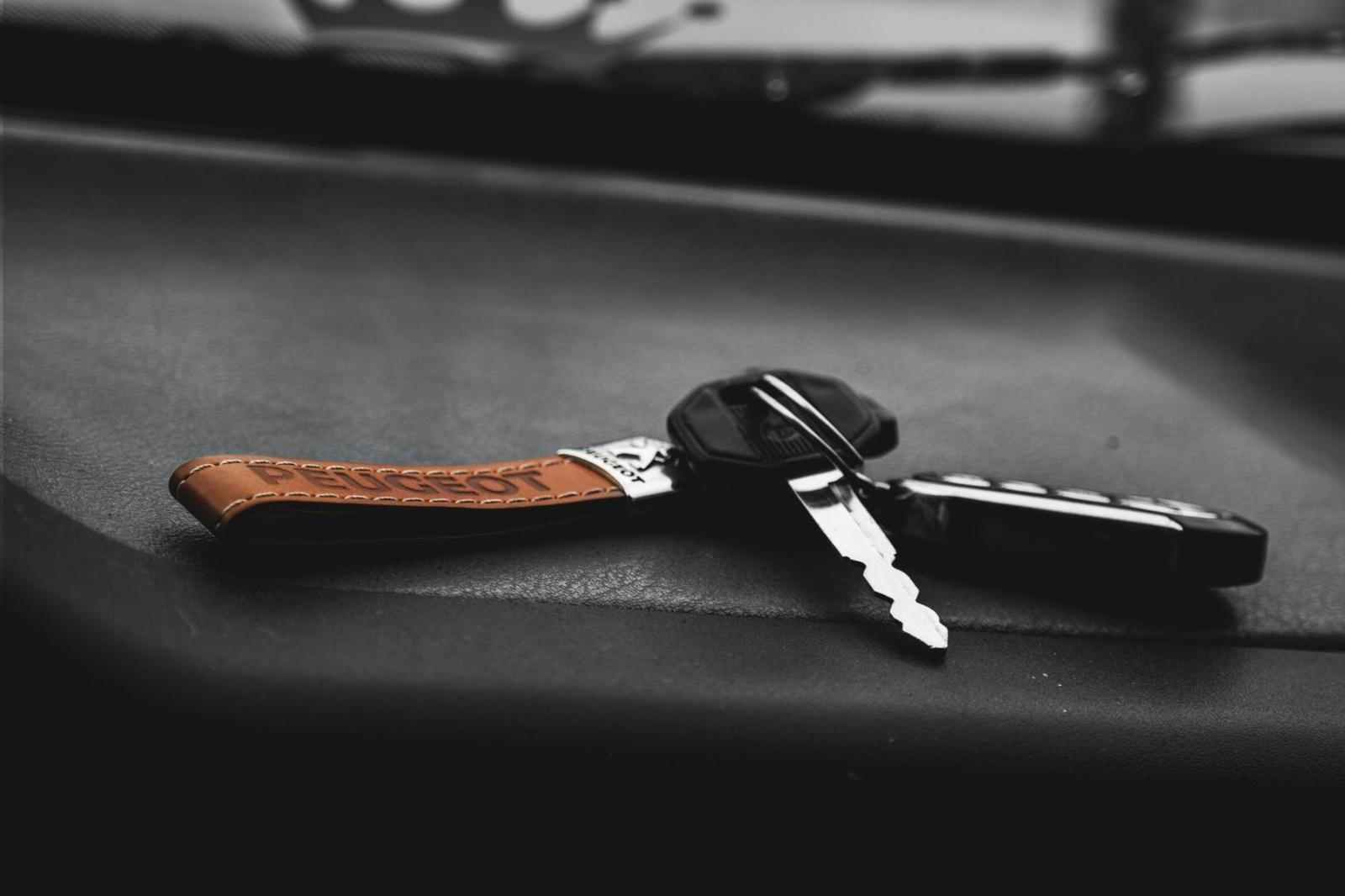 Lazdijuose iš degalinės teritorijos pavogtas automobilis