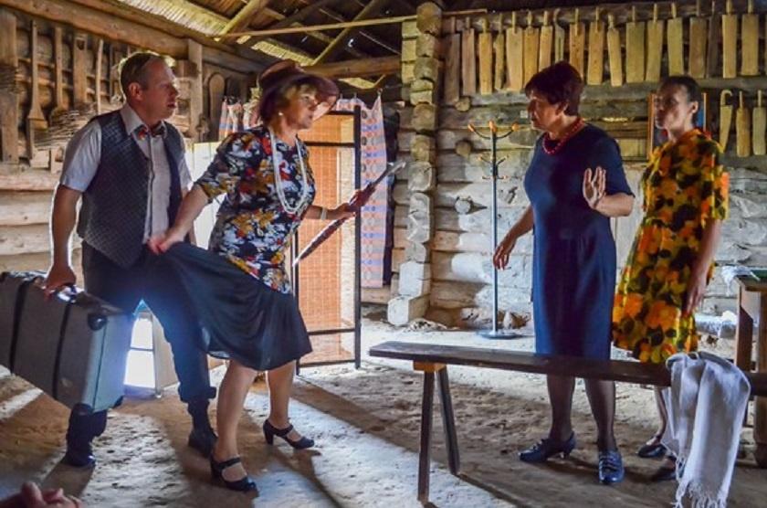 Kleboniškių klojime – baisogaliečių teatro spektaklis