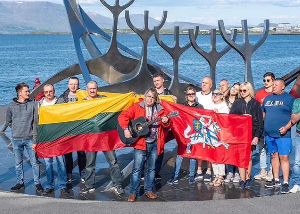 Reikjavike vietos lietuviai giedojo himną, klausėsi lietuviškų dainų