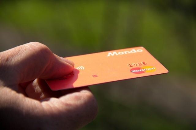 Nustatė, kad kas savaitę suvalgome po kreditinę banko kortelę
