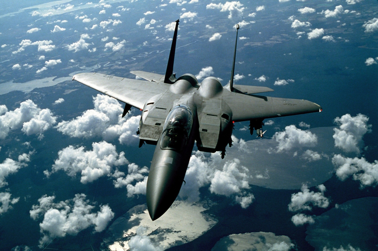 NATO naikintuvai kilo atpažinti ir lydėti virš Baltijos jūros skridusių Rusijos karinių orlaivių