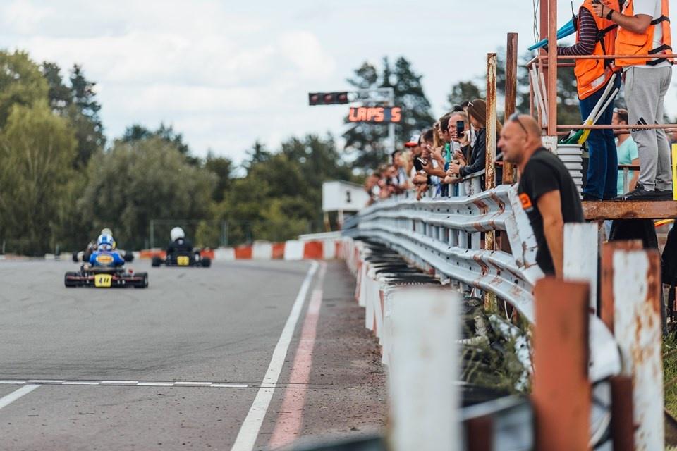 Anykščiuose įpusėjo BMW Lietuvos kartingo čempionato sezonas